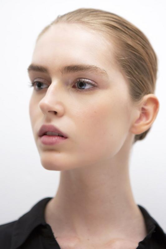 Tutorial No-Makeup Make Up dari Panggung Mode