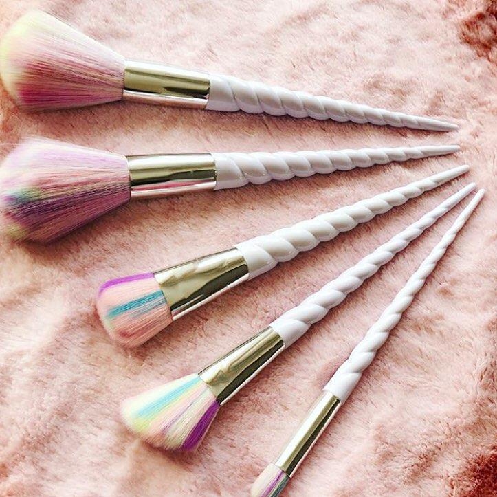 7 Set Kuas Makeup yang Unik dan Cantik