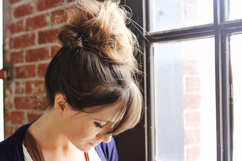 Langkah Mudah Membuat Gaya Rambut Top Knot