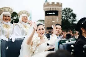 Pernikahan Mewah Sandra Dewi di Disneyland Jepang