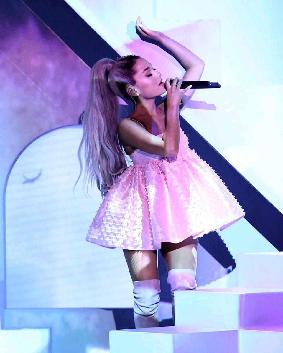 Ariana Grande Bertunangan Dengan Pete Davidson