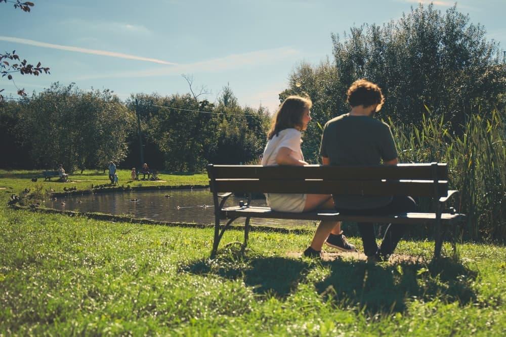 Cara Aman Membicarakan Politik Dengan Pasangan