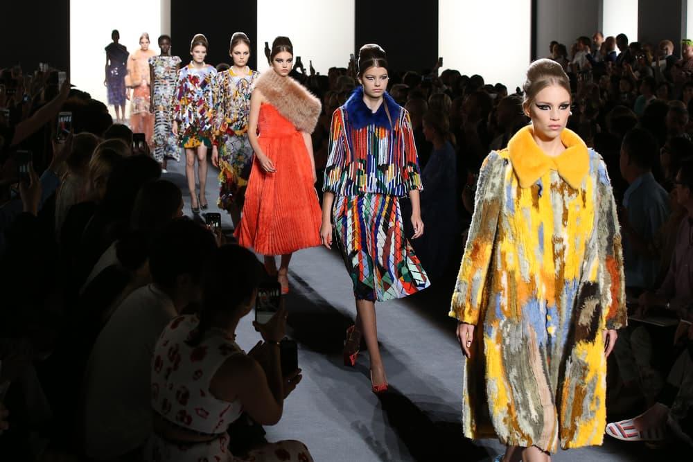 Koleksi Busana Penuh Tekstur dari Haute Couture Fendi