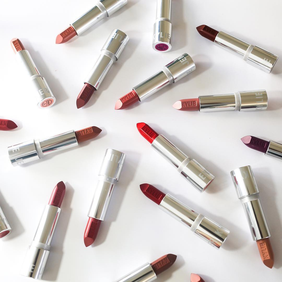 Kylie Cosmetics Akhirnya Hadirkan Lipstik Tradisional