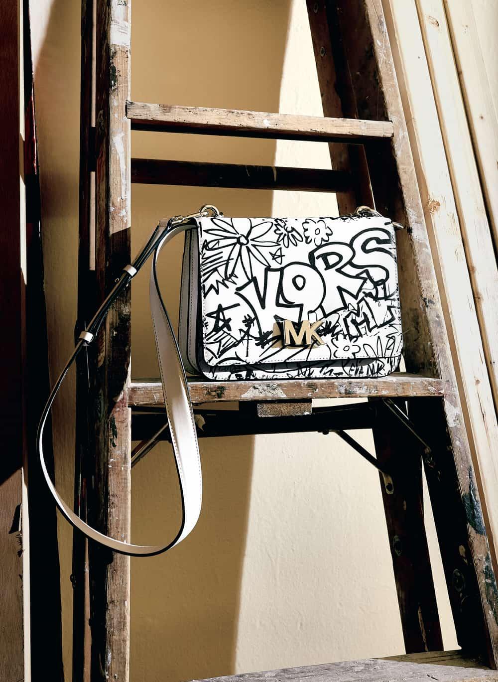 Seni Grafiti Menjadi Koleksi Terbaru Michael Kors
