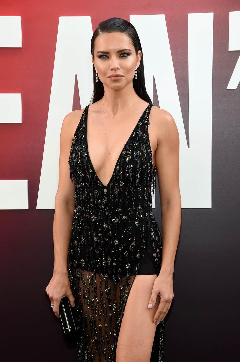 Spotted: Adriana Lima Mengenakan Perhiasan Chopard