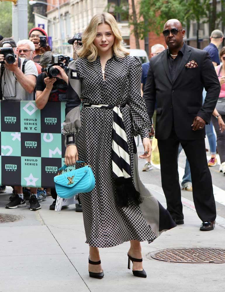 Spotted: Chloë Grace Moretz Mengenakan Louis Vuitton
