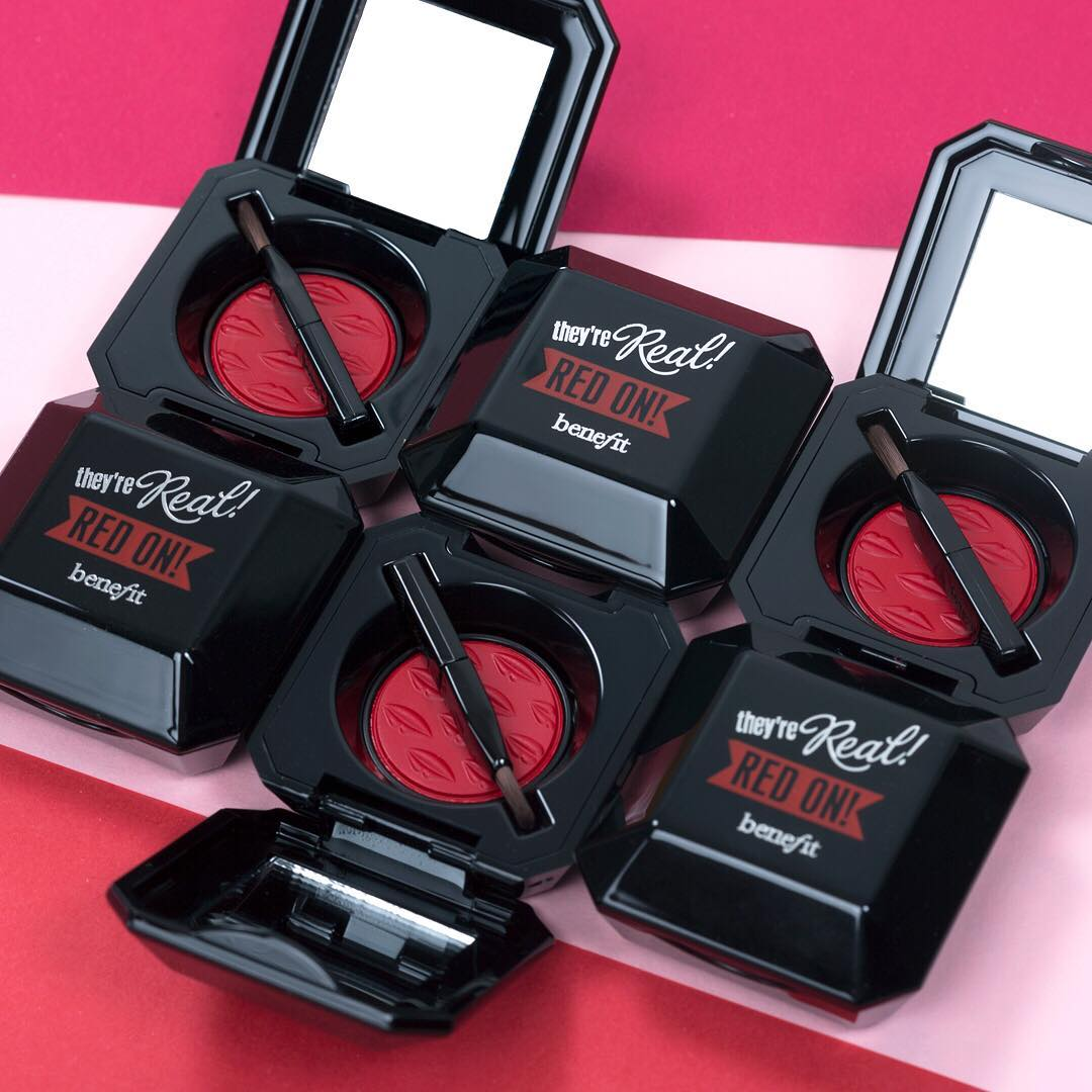 They're Real Red On: Si Merah Menggoda Dari Benefit