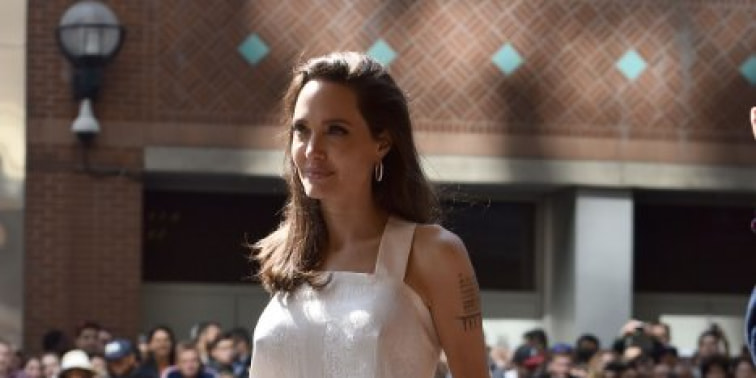 Spotted: Angelina Jolie Mengenakan Givenchy