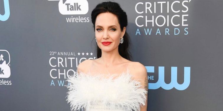 Spotted: Angelina Jolie Mengenakan Ralph and Russo