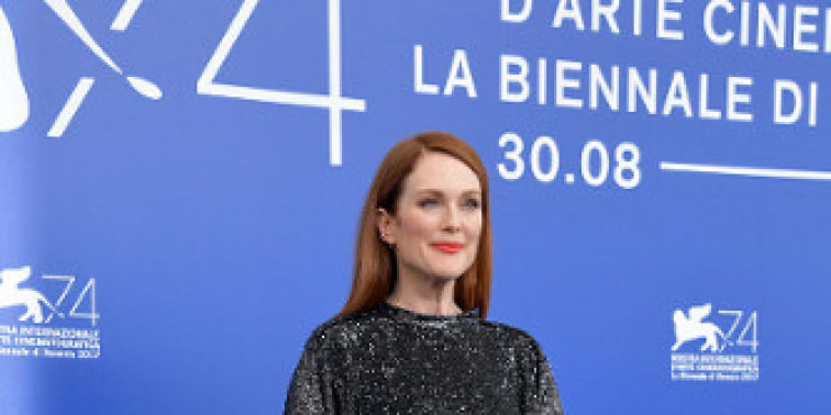 Spotted: Julianne Moore Mengenakan Louis Vuitton