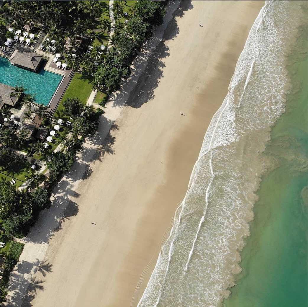 hamparan pasir putih yang mengelilingi InterContinental Bali Resort