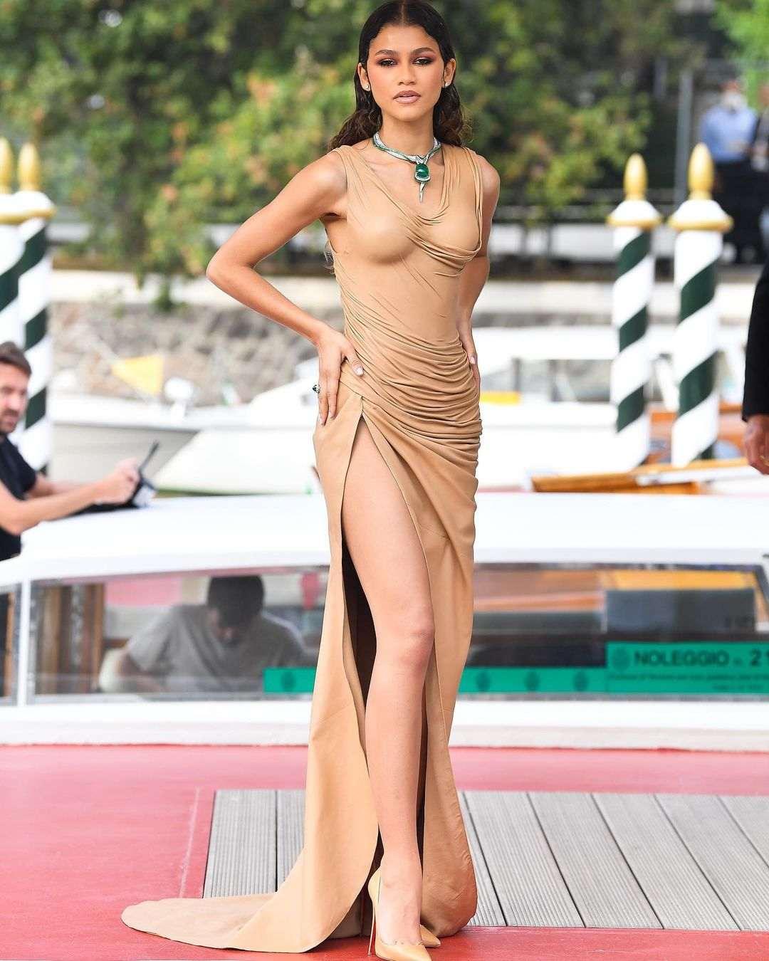 Penampilan Memukau Selebritas di Venice Film Festival 2021