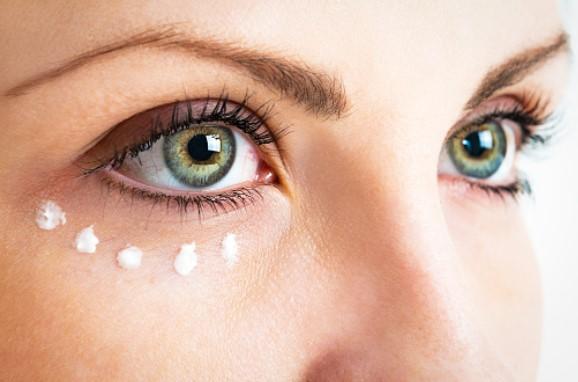 cara mengurangi kantong mata