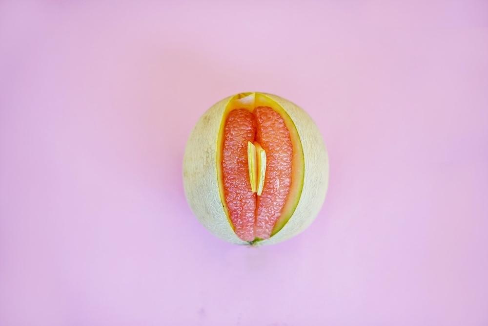 berhubungan seks pertama kali akan mengeluarkan darah