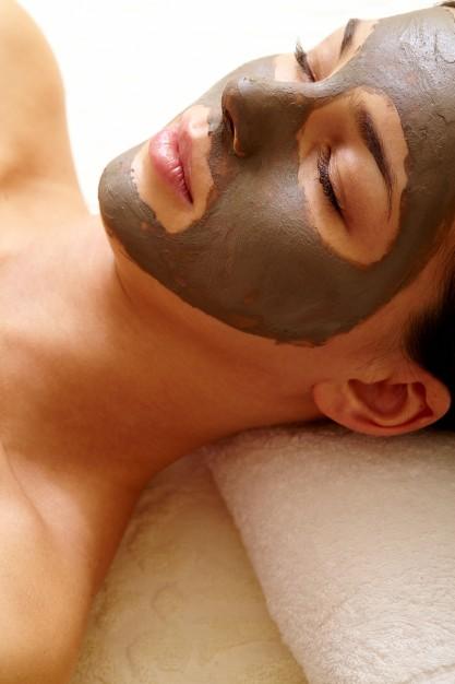 Cara memutihkan wajah dengan tanah liat