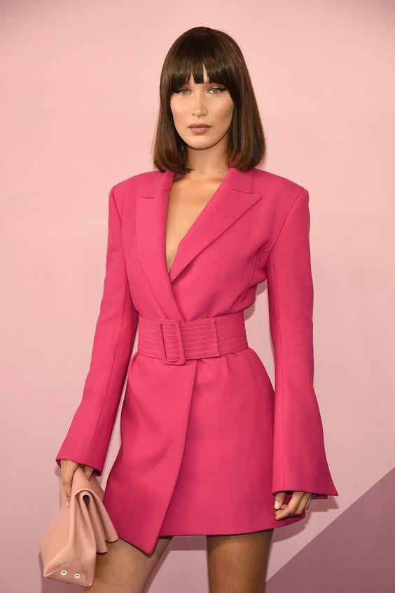 ilustrasi pakaian berwarna hot pink