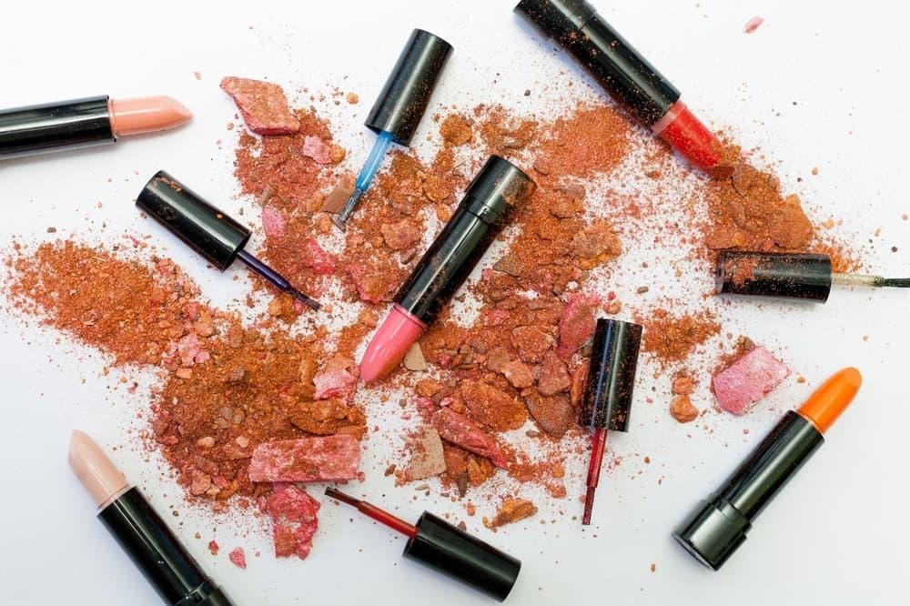 perlengkapan makeup