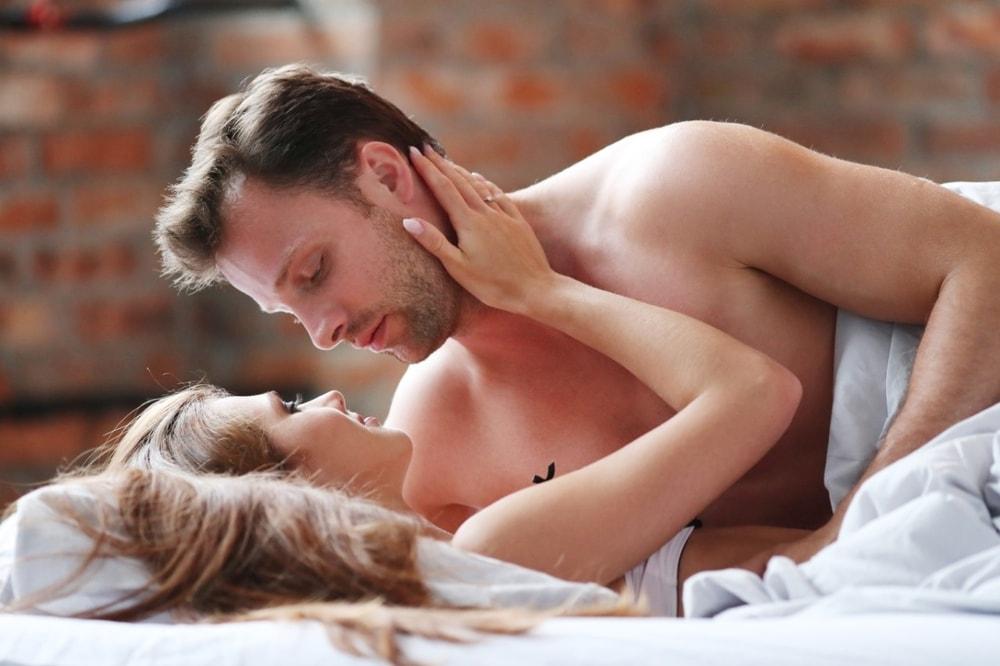 hindari berpura-pura puas pada hubungan seks
