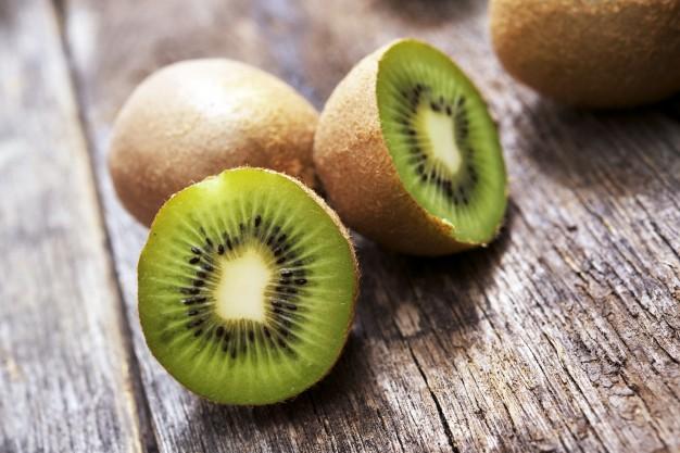 Cara memutihkan wajah dengan kiwi