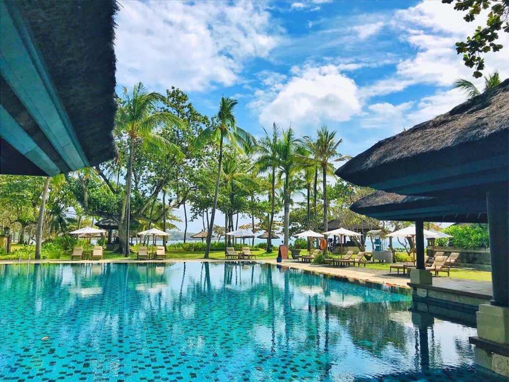 kolam berenang intercontinental bali resort