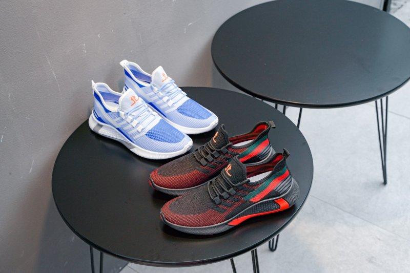 Nyaman Berolahraga, Larocking Hadirkan Sepatu Anti Jebol