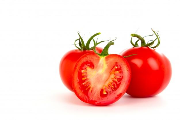 Cara memutihkan wajah dengan menggunakan tomat