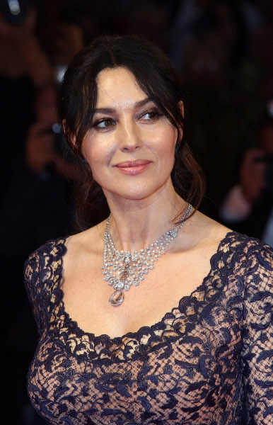 Spotted: Monica Bellucci Mengenakan Perhiasan Cartier