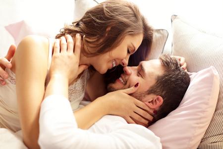 Bercinta dengan Pasangan Berpenis Besar, Lakukan Ini!