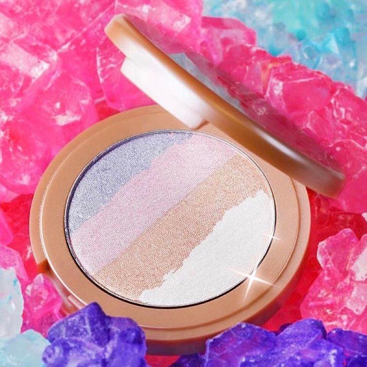 Highlighter Pelangi dari Tarte Cosmetics