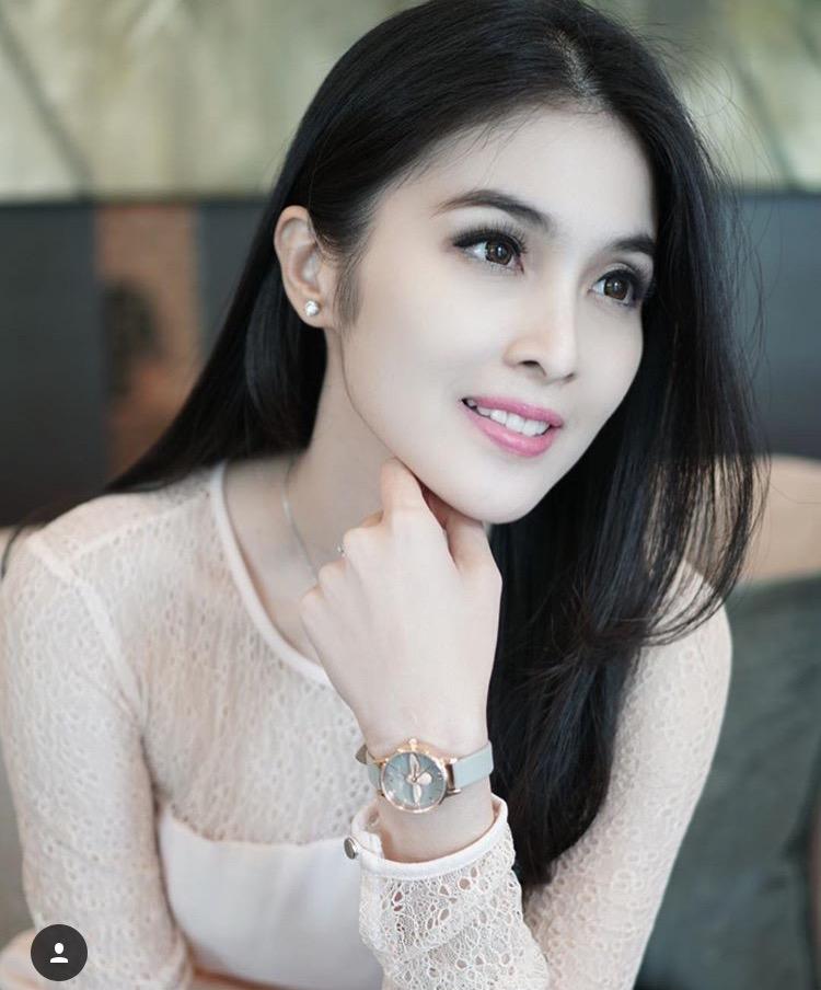 Gaya Makeup Ala Sandra Dewi