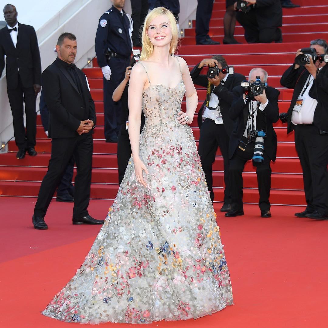 Spotted: Elle Fanning Mengenakan Dior