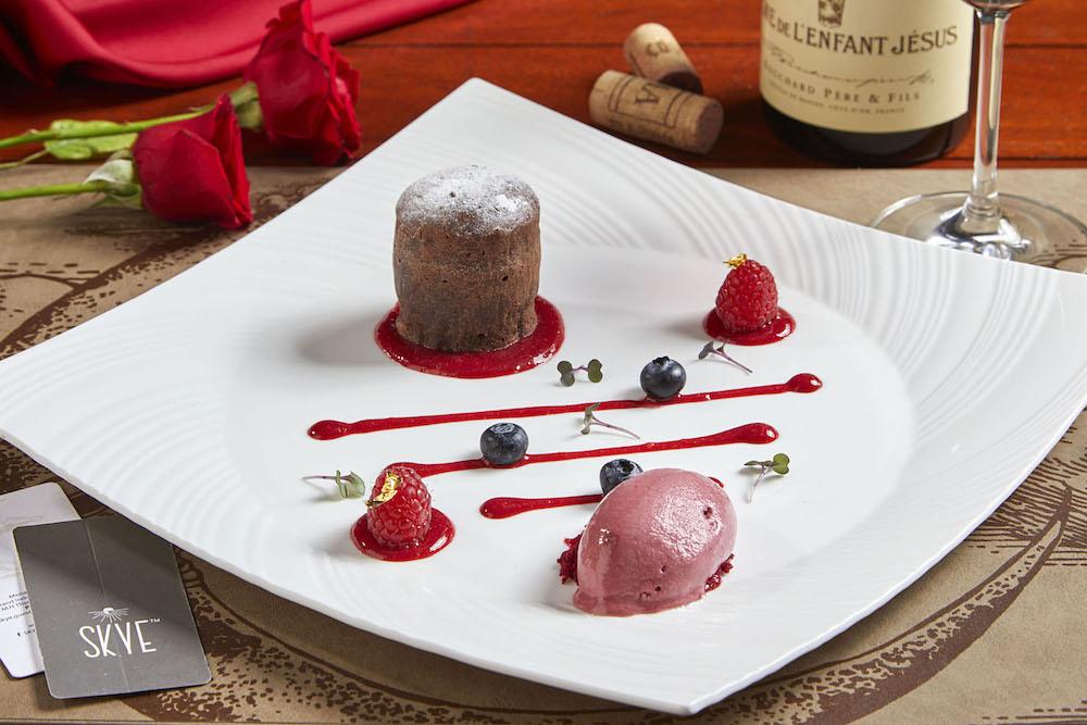 Rayakan Valentine dengan Makan Malam Romantis di SKYE