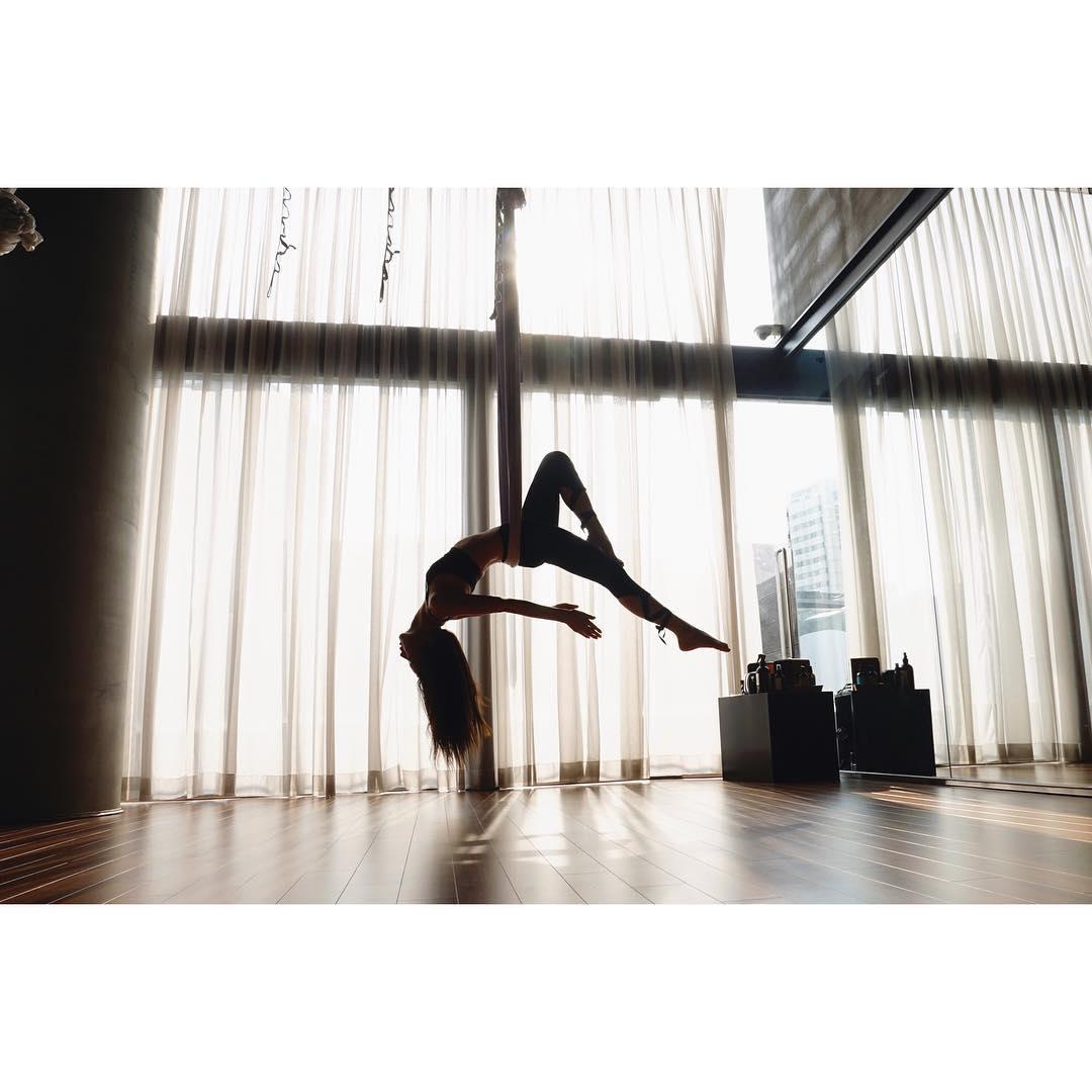 Ketahui Manfaat Aerial Yoga, Ala Jennie & Jisoo BLACKPINK