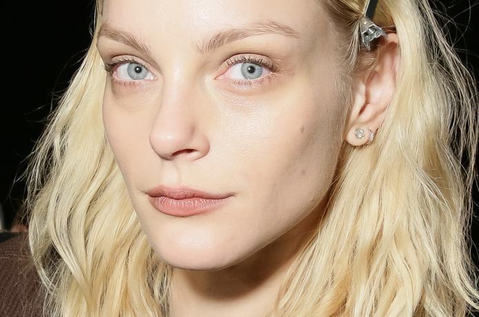 Lip Look Tahun '90an Gunakan Semua Kecuali Lipstick