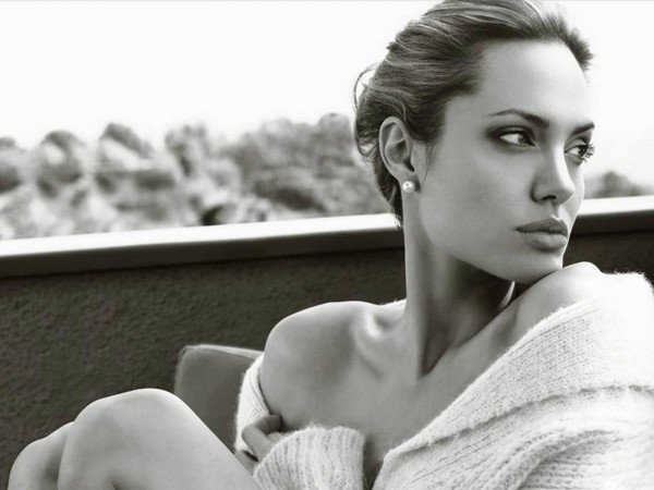 Angelina Jolie Akhirnya Bicara Tentang Perceraiannya