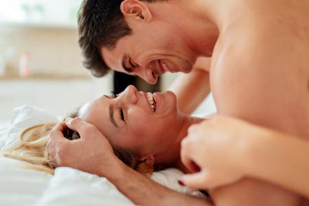 Alasan Kenapa Bercinta dengan Suami Rasanya Beda