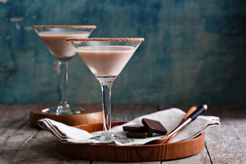 Cara Membuat Martini Cokelat untuk Hari Valentine