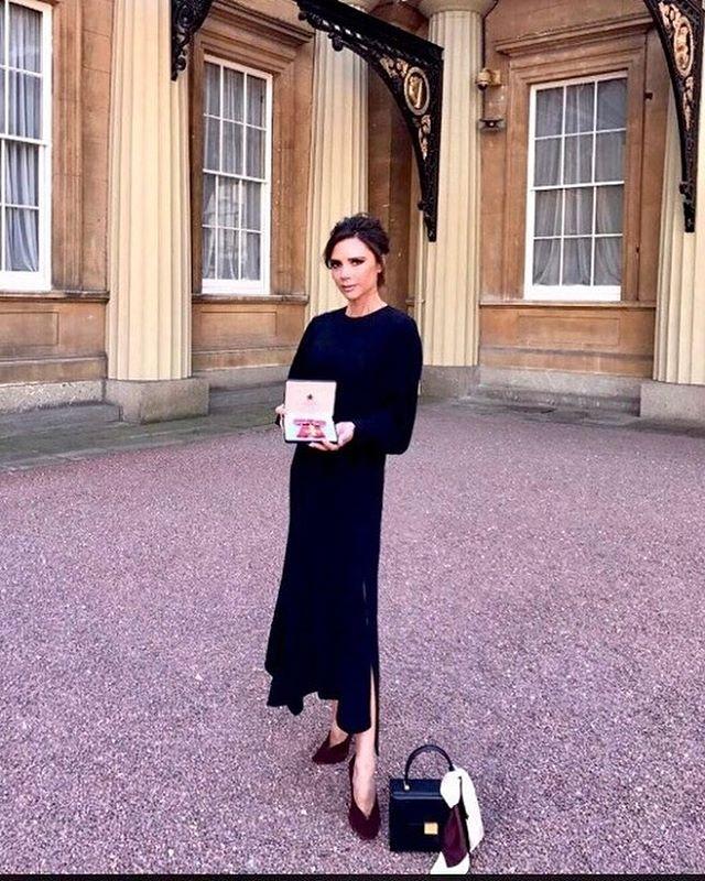 Victoria Beckham Raih Penghargaan Dari Pangeran William