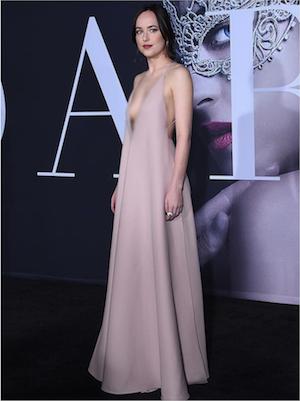 Spotted: Dakota Johnson Mengenakan Valentino