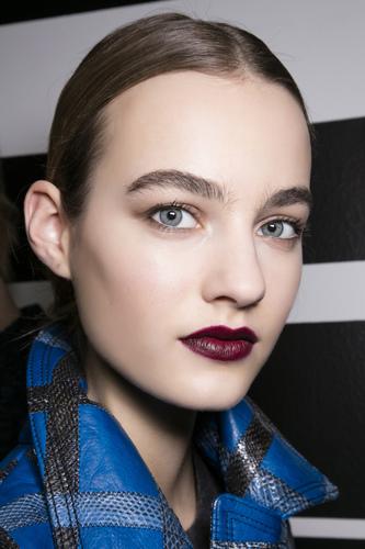 Warna Lipstik Matte yang Bagus untuk Hari Natal
