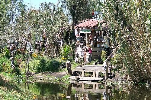 Pulau Boneka di Xochimilco, Meksiko