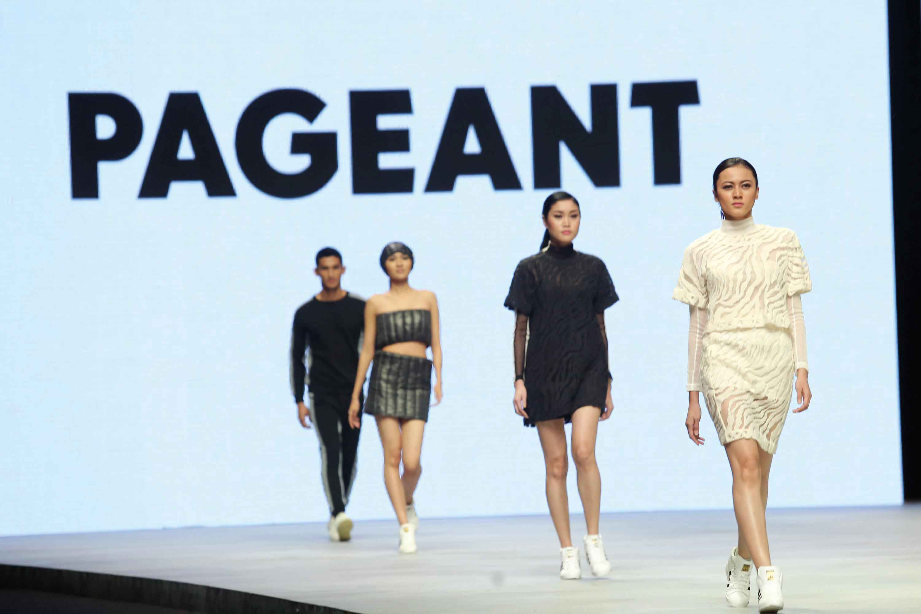 Kolaborasi Unik Dua Sahabat di Indonesia Fashion Week