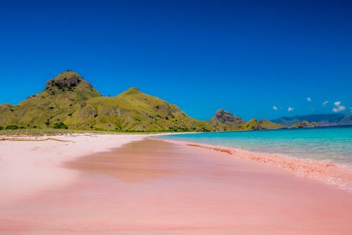 Kunjungi 5 Pantai Warna Pink Ini pada Hari Valentine!