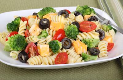Cara Membuat Salad Pasta Keju yang Enak dan Mudah