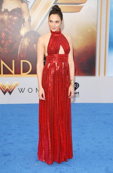 Spotted: Gal Gadot Mengenakan Givenchy