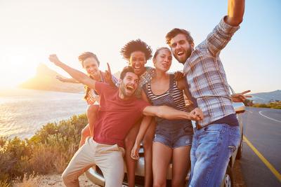 Cara Mendekatkan Diri dengan Teman-Teman Pasangan
