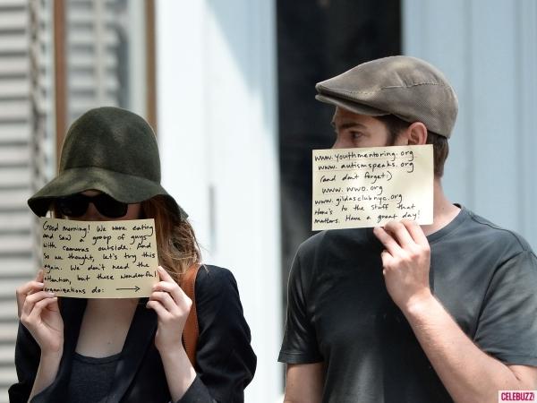 Cara Emma Stone & Andrew Garfield Hadapi Paparazzi