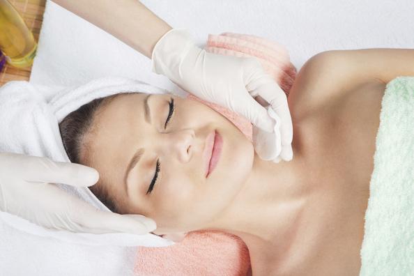 Rekomendasi Perawatan Facial Peeling untuk Wajah Awet Muda