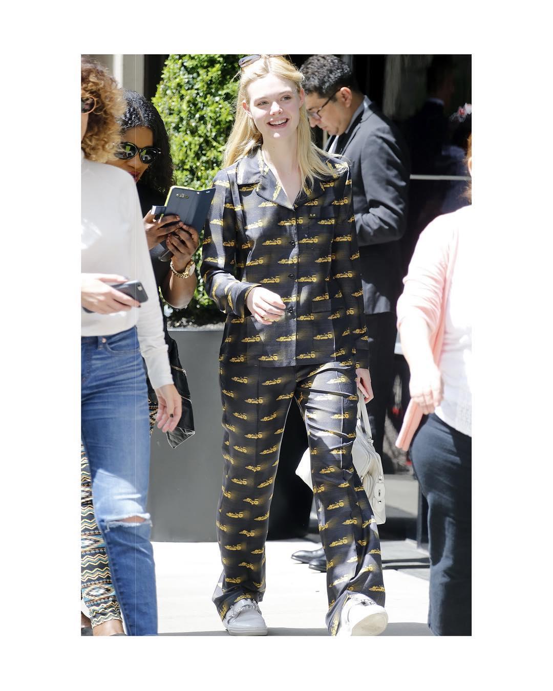 Spotted: Elle Fanning Mengenakan Prada